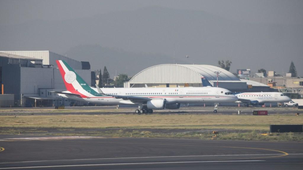Avión presidencial continúa viaje hacia Tokio tras escala en Alaska - Antiguo avión presidencial