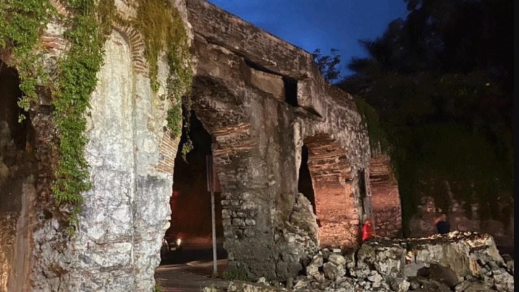Inspeccionan daños en Arcos de San Carlos en Yautepec tras choque - Inspeccionan daños a Arcos de San Carlos en Yautepec tras choque. Foto de INAH
