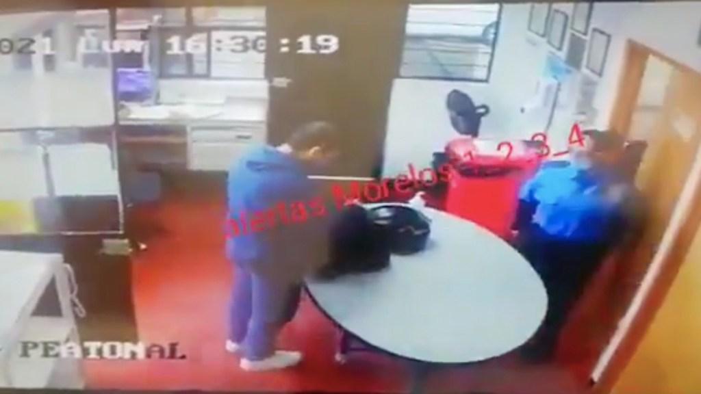 Sujeto asesina a dos empleados de seguridad y luego se dispara en Morelos - #Video Sujeto asesina a dos empleados de seguridad y luego se dispara en Morelos. Foto tomada de video