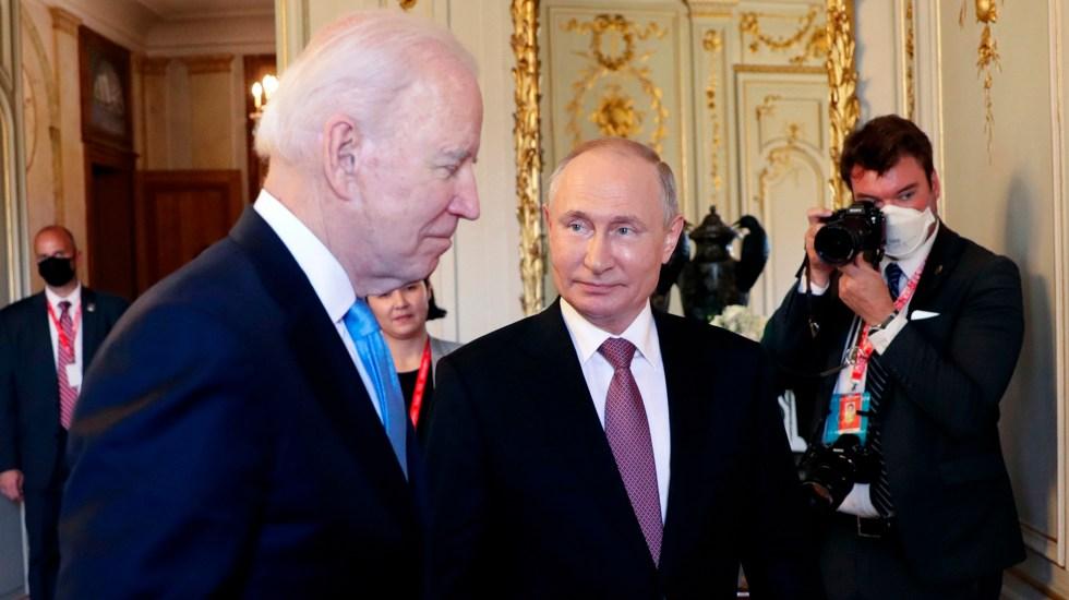Apretón de manos y palabras corteses entre Biden y Putin al inicio de cumbre - Joe Biden y Vladimir Putin durante cumbre en Ginebra, Suiza. Foto de EFE