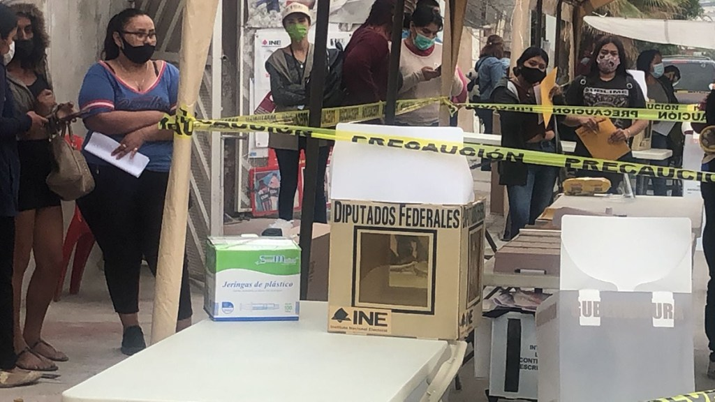 Le Monde advierte una 'mafiocracia' en México tras elecciones intermedias - Casilla en Tijuana donde abandonaron una cabeza humana. Foto de Frontera
