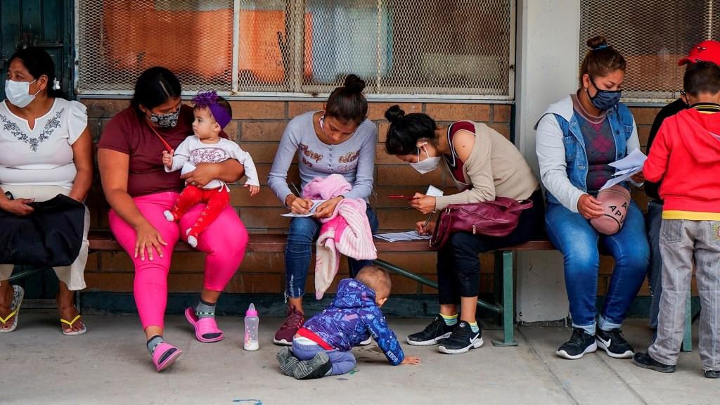 Detienen la reanudación del programa 'Espera en México' - COVID-19 vacuna Tijuana coronavirus 3