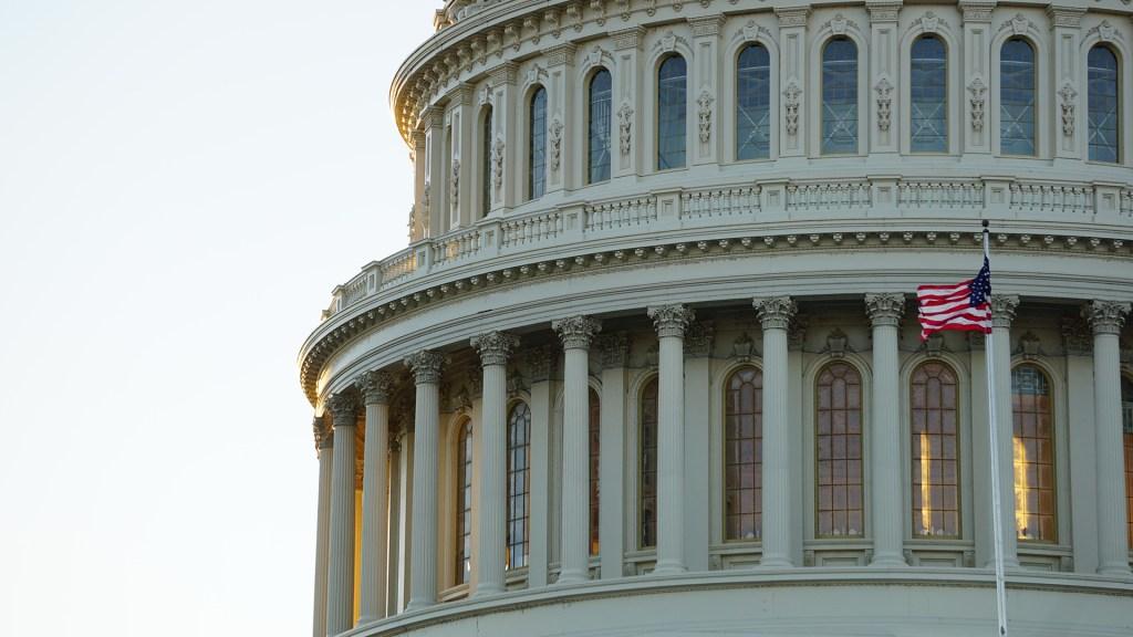 Demócratas logran en el Senado aprobar gasto de 3.5 billones - Cúpula del Capitolio de EE.UU., edificio donde se encuentra el Senado. Foto de Ian Hutchinson / Unsplash