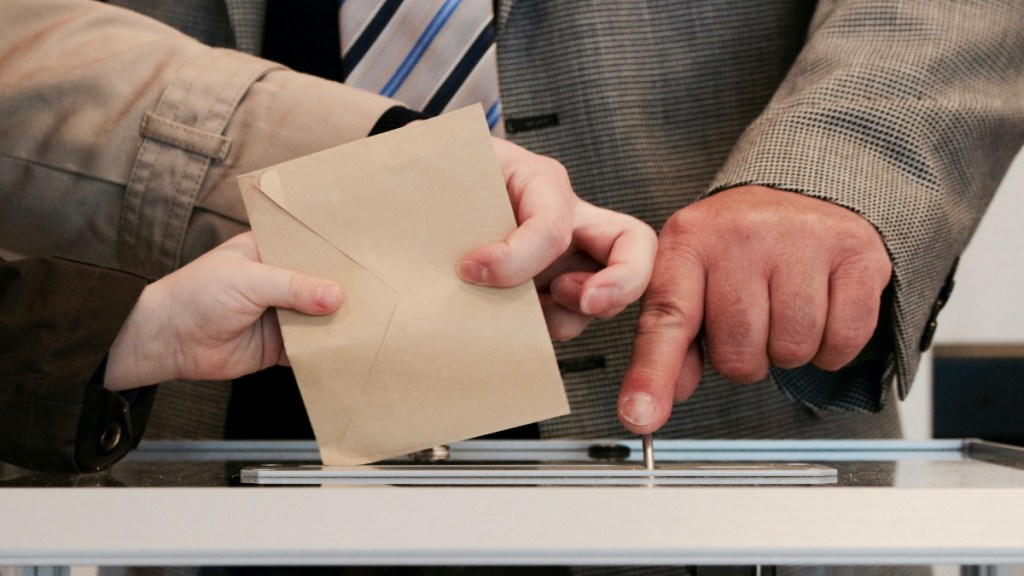 INE concluye impresión de boletas para consulta popular sobre expresidentes - Democracia elecciones voto consulta