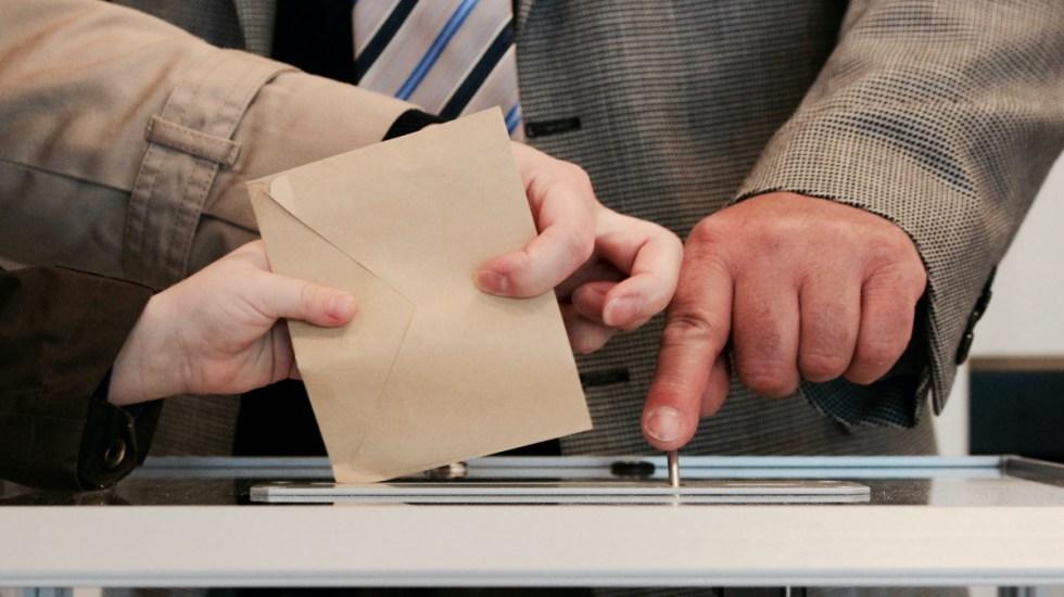 INE define procedimiento operativo para consulta sobre expresidentes - Democracia elecciones voto consulta