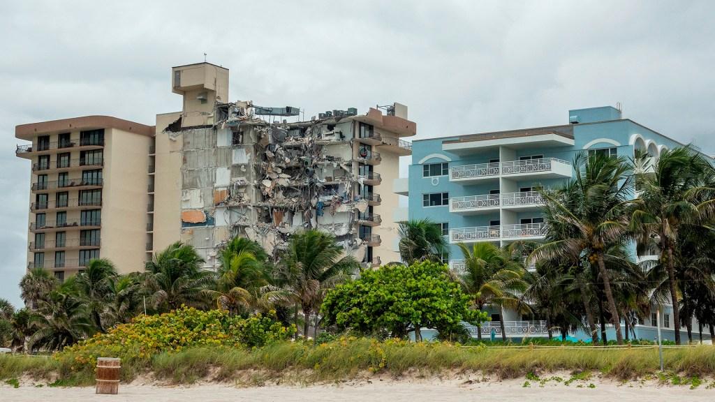 Edificio de Miami tenía reporte de daños estructurales desde 2018 - Derrumbe en edificio de Miami Beach. Foto de EFE