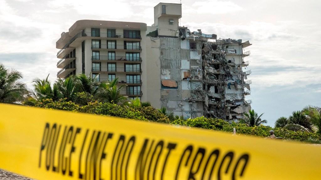 Aumenta a cuatro número de muertes por derrumbe en edificio de Miami - Edificio parcialmente derrumbado en Miami. Foto de EFE