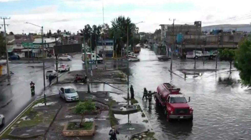 Lluvias dejan inundaciones en Iztapalapa - Inundación por lluvias en Iztapalapa. Captura de pantalla / Noticieros Televisa