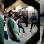 #Video Se enfrentan usuarios y policías en Metro Pantitlán