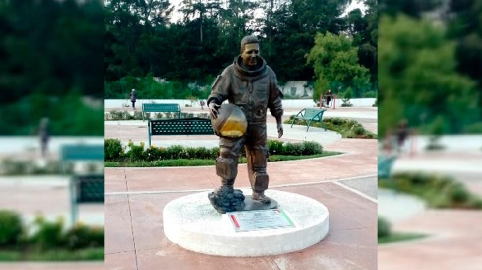 Roban en Edomex estatua del astronauta mexicano José Hernández - Estatua del astronauta mexicano José Hernández en Zinacantepec. Foto de Google Maps / Huciel Pérez