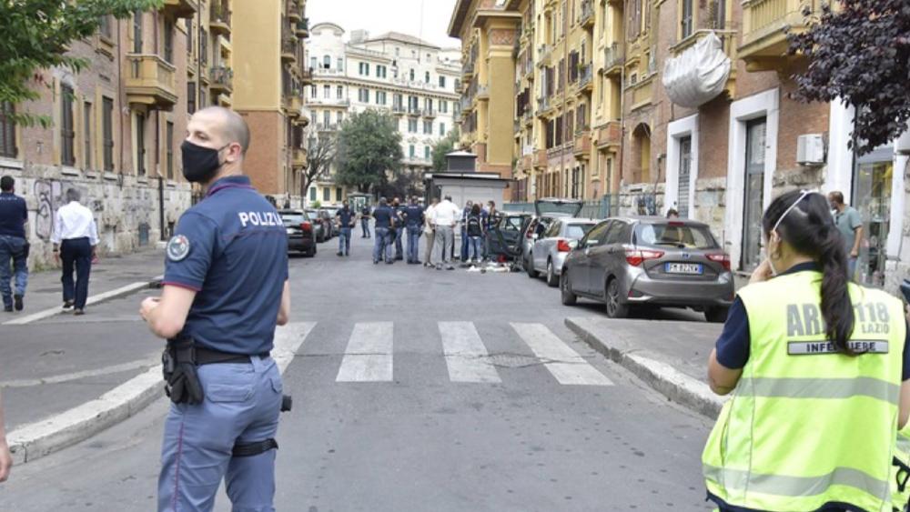 Desactivan explosivo artesanal encontrado en un coche en Roma - Explosivo Prati Roma Italia