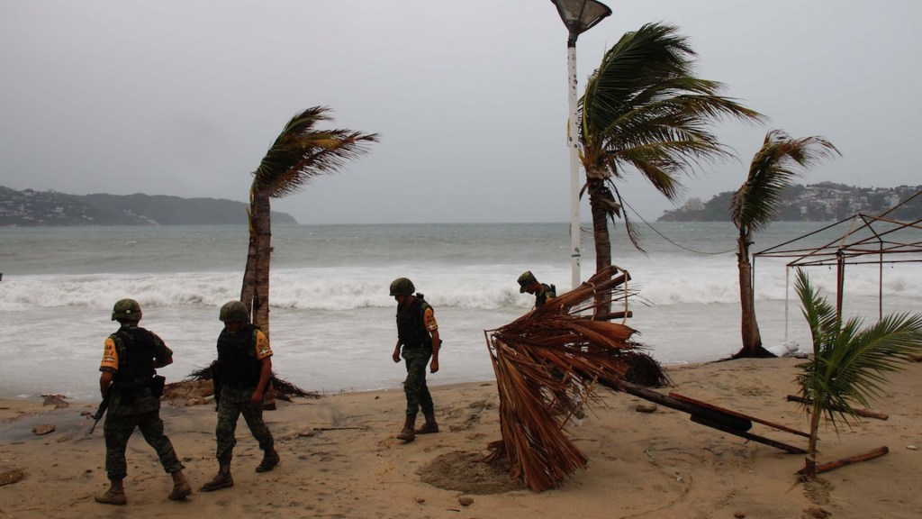 Piden extremar precauciones ante fenómenos en Pacífico y Golfo - Piden extremar precauciones ante fenómenos en Pacífico y Golfo. Foto de EFE