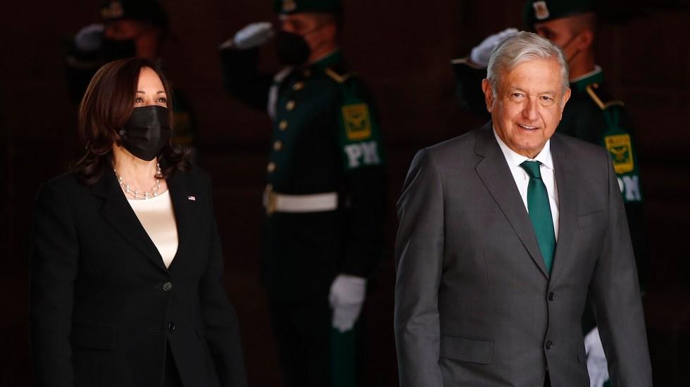 """Finaliza reunión bilateral entre AMLO y Kamala Harris; """"fue un encuentro muy exitoso"""", afirma Ebrard - Kamala Harris y AMLO en Palacio Nacional. Foto de EFE"""