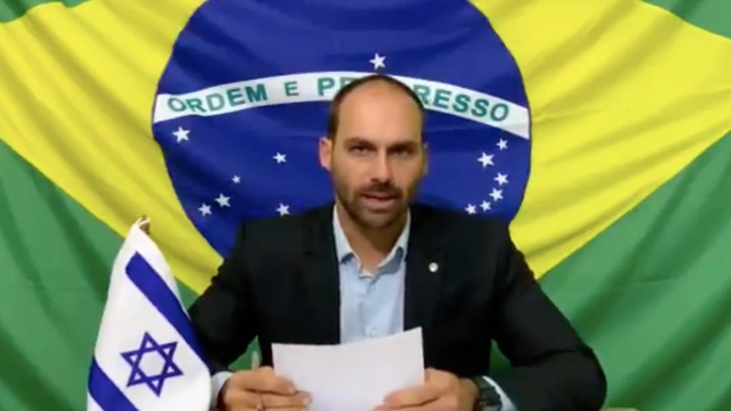 """""""El único barco que se hunde es Argentina"""", asegura hijo de Bolsonaro - Eduardo Bolsonaro. Foto de Twitter @BolsonaroSP"""