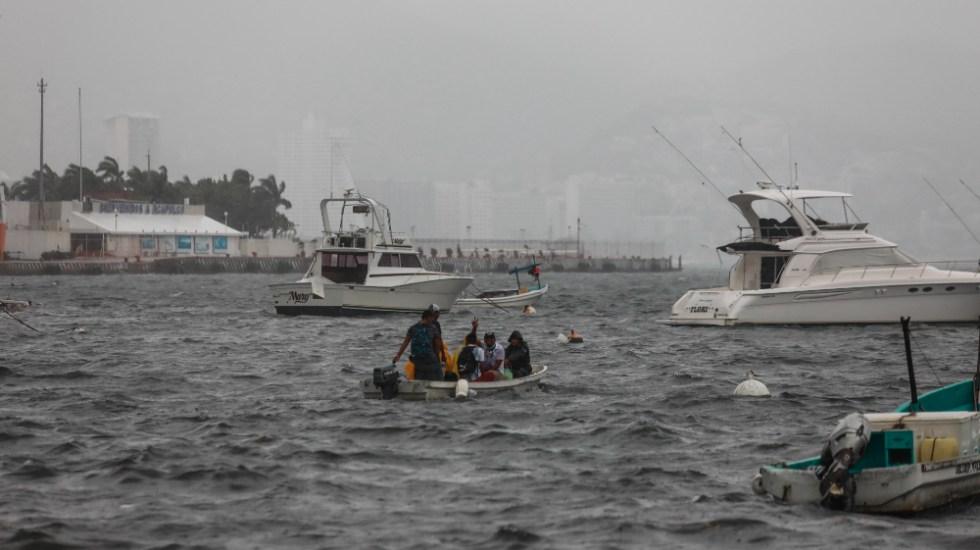 Huracán Enrique, de categoría 1, deja fuertes lluvias en oeste de México - Huracán Enrique Acapulco Guerrero