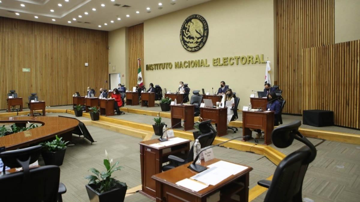 INE aprueba campaña para consulta sobre expresidentes