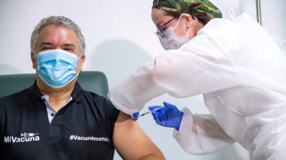 Presidente de Colombia recibe primera dosis de vacuna contra COVID-19 - Iván Duque Colombia vacuna COVID-19 coronavirus