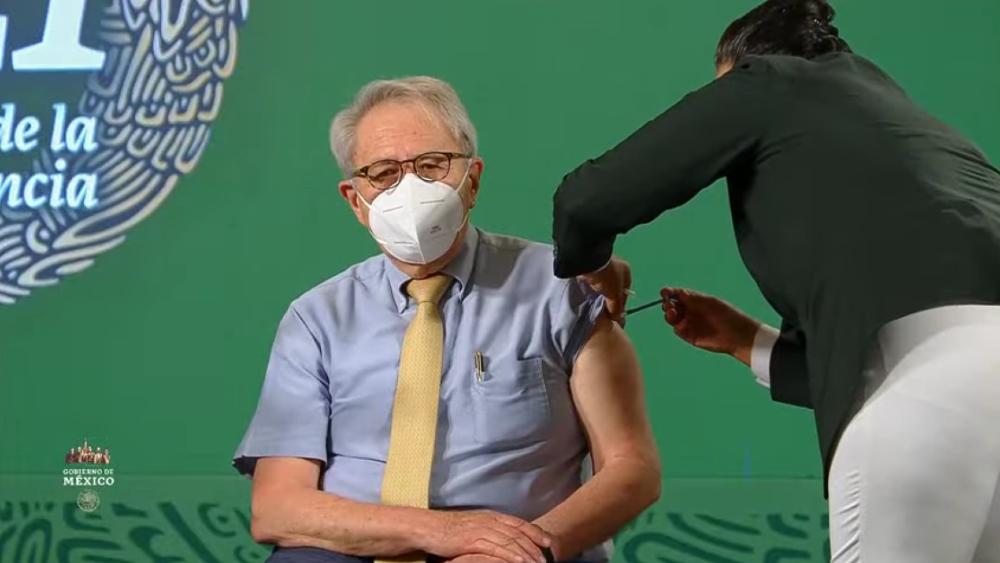 Jorge Alcocer recibe segunda dosis de vacuna contra COVID-19 - Jorge Alcocer