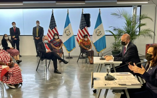 Kamala Harris se reúne con Rigoberta Menchú y líderes sociales de Guatemala - Kamala Harris se reúne con Rigoberta Menchú y con líderes sociales. Foto de Twitter @PeterVelz46