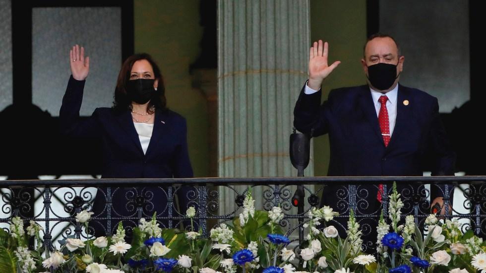 El presidente de Guatemala recibe en Palacio Nacional a Kamala Harris - Kamala Harris y Alejandro Giammattei. Foto de EFE