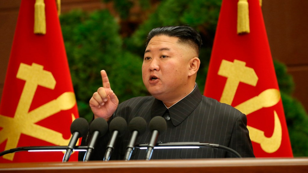 """Kim Jong-un culpa a altos cargos de una """"gran crisis"""" por COVID-19 en Corea del Norte - Kim Jong-un. Foto de EFE"""