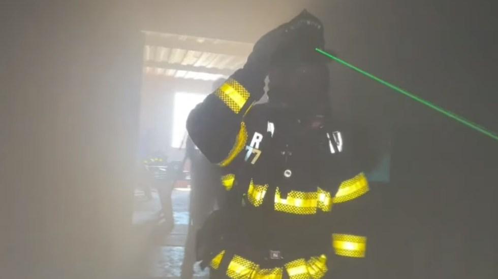 Los bomberos de Silicon Valley usan cascos láser para ver entre el humo