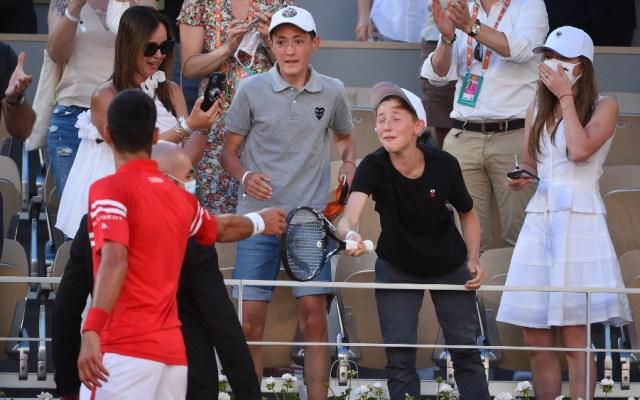 #Video Djokovic regaló raqueta a niño mexicano en Roland Garros - Mateo niño mexicano Djokovic Roland Garros