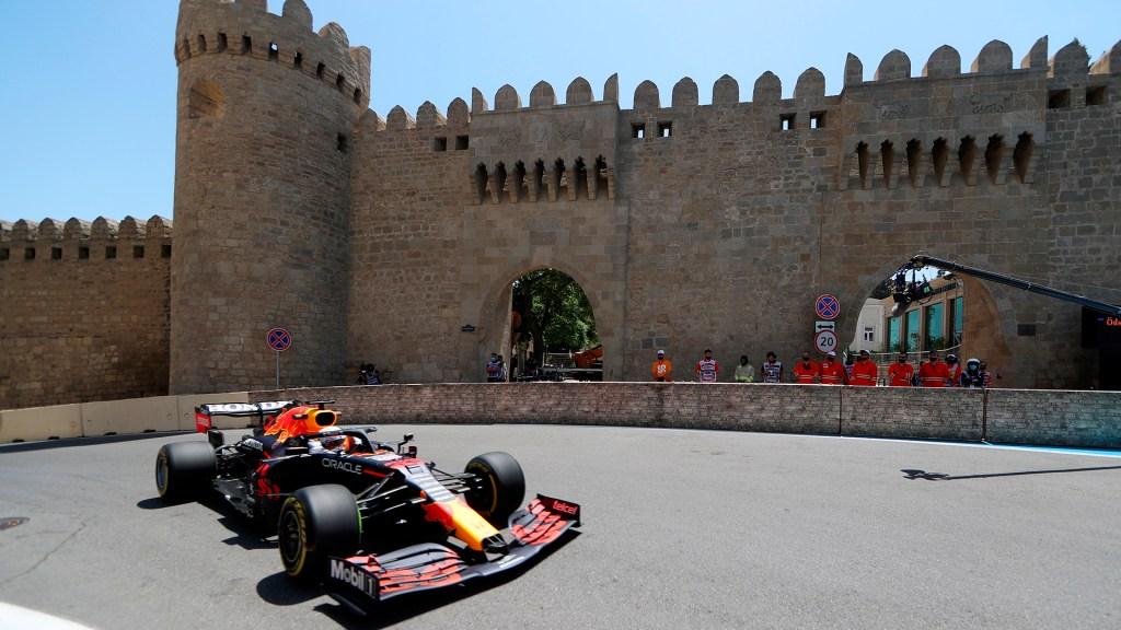 Verstappen, el más rápido en entrenamiento para el GP de Azerbaiyán; 'Checo' Pérez, el cuarto - Max Verstappen en entrenamiento libre rumbo al GP de Azerbaiyán. Foto de EFE