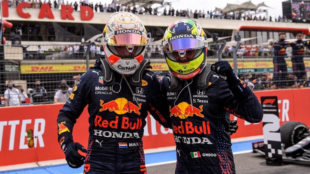 Verstappen gana y 'Checo' Pérez finaliza tercero en el GP de Francia - Max Vertappen y 'Checo' Pérez tras triunfar en GP de Francia. Foto de EFE