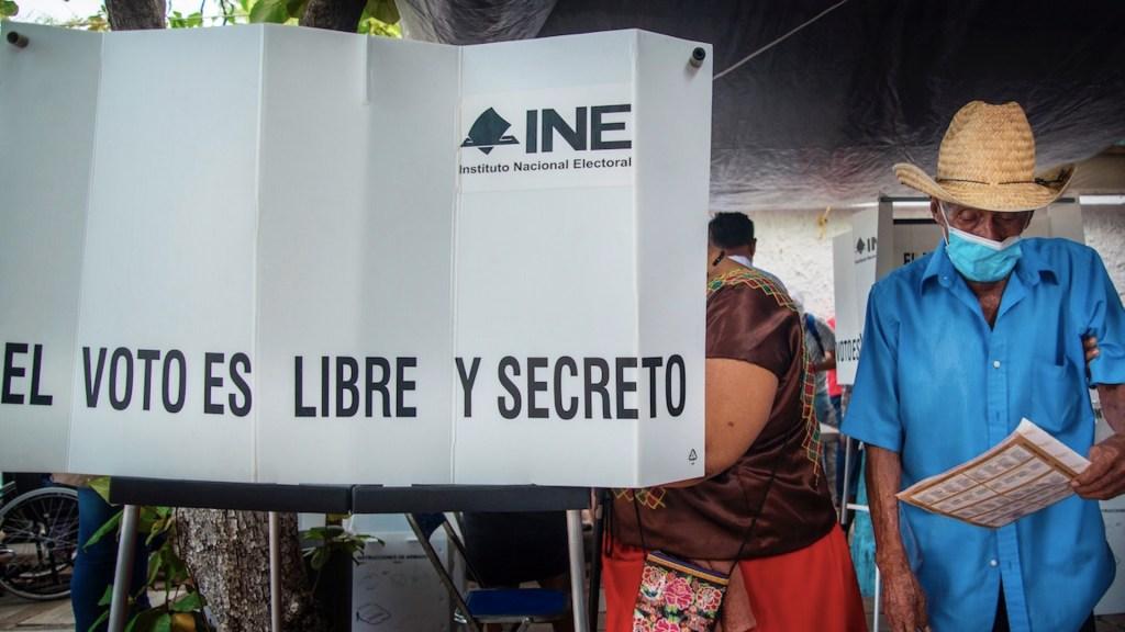 INE no puede sustituir al Poder Legislativo en Revocación de Mandato: Monreal - Foto de EFE