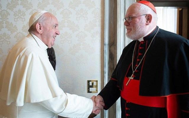 """Papa Francisco rechaza la renuncia del cardenal Marx; reconoce que """"la Iglesia está en crisis"""" - Papa Francisco con el cardenal Marx. Foto de Vatican News"""