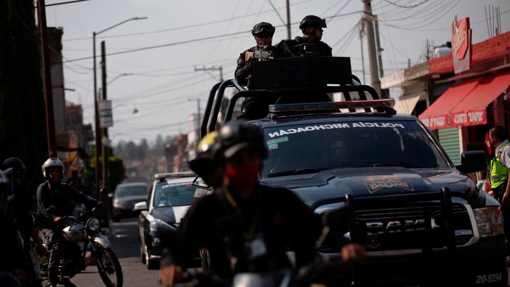 Jornada violenta deja al menos siete muertos en Michoacán - Patrullajes en Morelia de la Policía de Michoacán. Foto de EFE