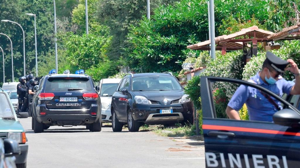 Hombre asesina en Roma a anciano y dos niños; después se suicidó - Policía italiana en escena del asesinato de un anciano y dos niños. Foto de EFE