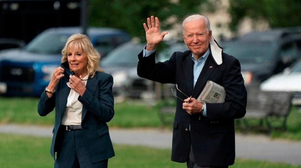 Biden llega a Reino Unido en la primera escala de su viaje a Europa - Presidente Biden junto a su esposa Jill a su salida de la Casa Blanca rumbo a Reino Unido. Foto de EFE