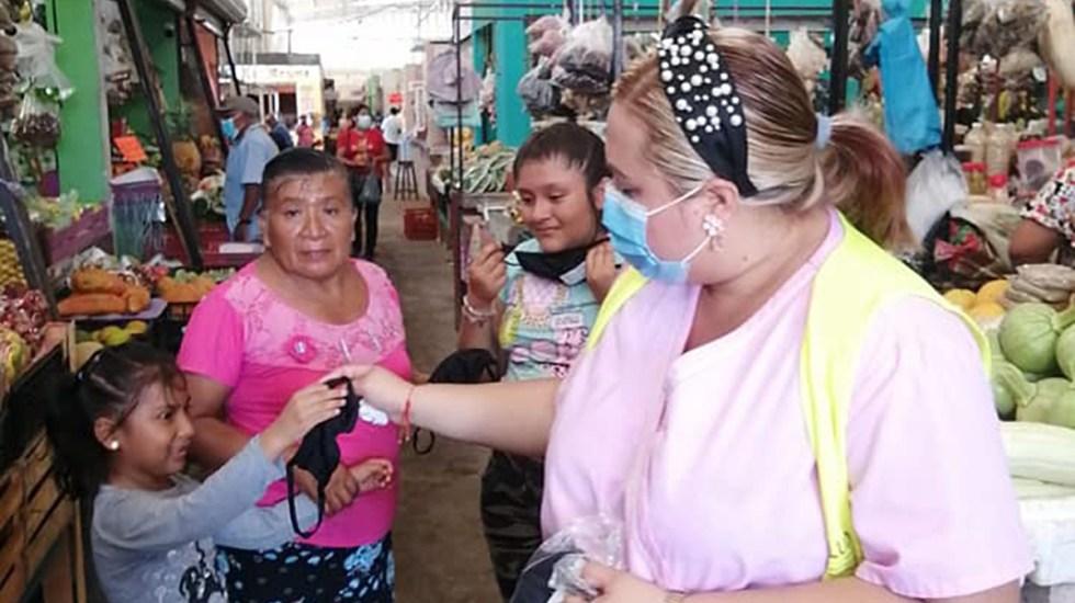 Campeche regresa a Semáforo Naranja por aumento de casos de COVID-19 - Reparto de cubrebocas en sitios públicos de Campeche. Foto de Secretaría de Salud de Campeche