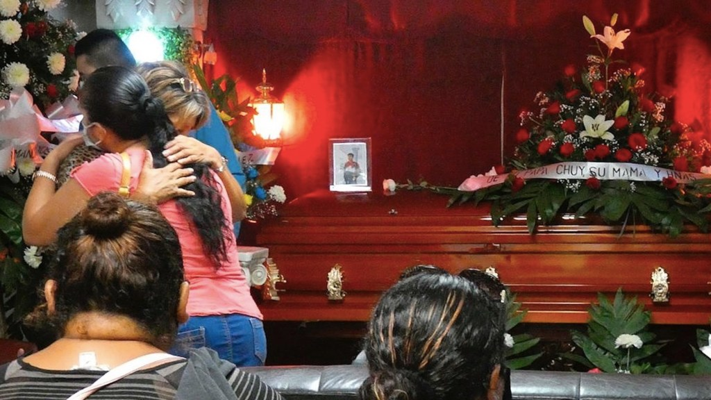 Familiares exigen justicia tras masacre de civiles en Reynosa, Tamaulipas. Foto de EFE