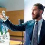El adiós de Sergio Ramos - Sergio Ramos posa con algunos de los trofeos ganados con el Real Madrid durante el acto de homenaje en su honor y despedida del club. Foto de EFE