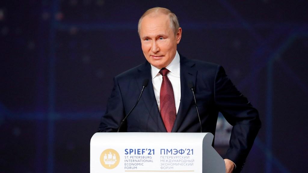 Putin buscará con Biden vías para normalizar las relaciones bilaterales - Putin en Foro Económico Internacional de San Petersburgo. Foto de EFE