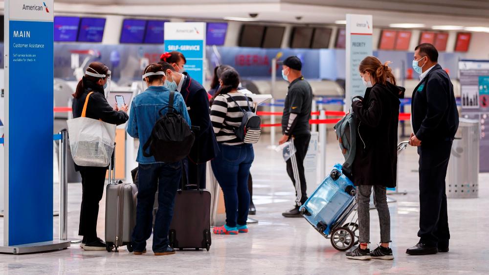 COVID-19: Expertos piden a viajeros mexicanos realizarse pruebas para frenar contagios - AICM aeropuerto CDMX viajeros COVID