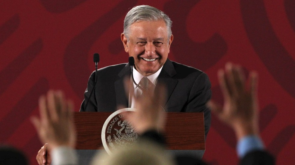The Economist compara a AMLO con Cantinflas - El presidente Andrés Manuel López Obrador durante la conferencia matutina en el Palacio Nacional. Foto de EFE/ Mario Guzmán/Archivo.