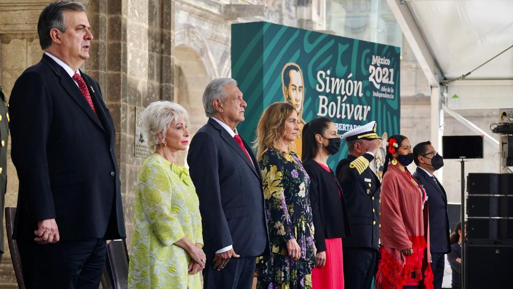 AMLO López Obrador evento Simón Bolívar Castillo
