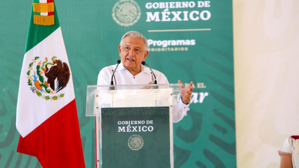"""AMLO no realizará """"giras abiertas"""" hasta que se realice la consulta popular - AMLO López Obrador Ometepec giras"""