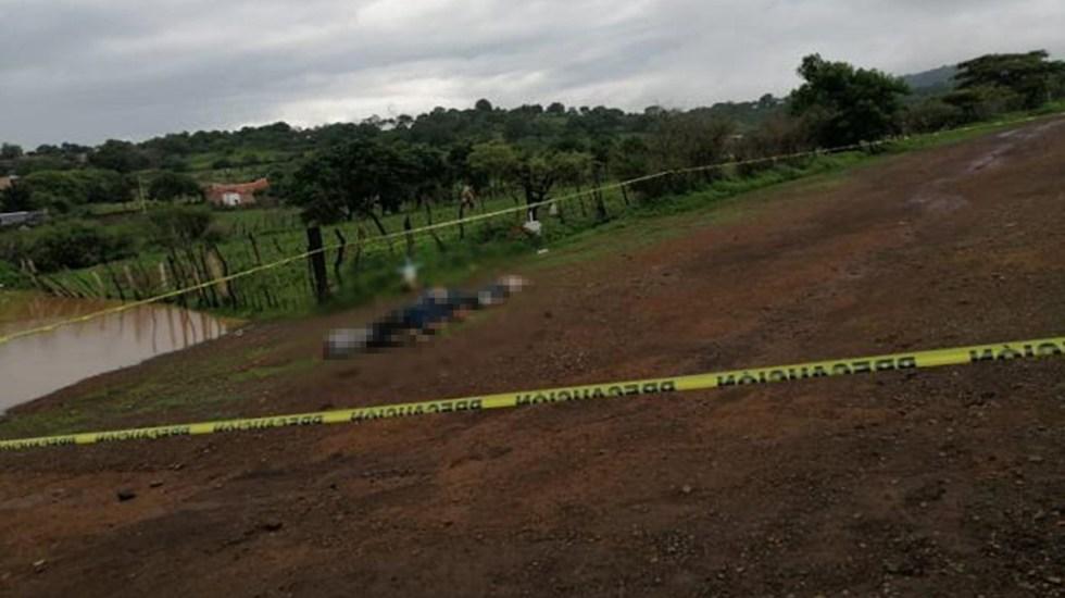 Abandonan en Tangamandapio, Michoacán, los cadáveres de cinco hombres - Cadáveres abandonados en Tangamandapio. Foto de @red113michoacan
