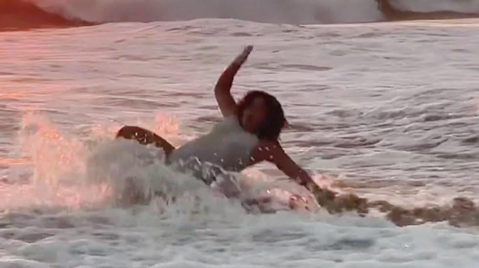 """#Video """"Disfruten"""": Lucero Mijares comparte caída en el mar - Caída de Lucero Mijares en el mar. Captura de pantalla"""