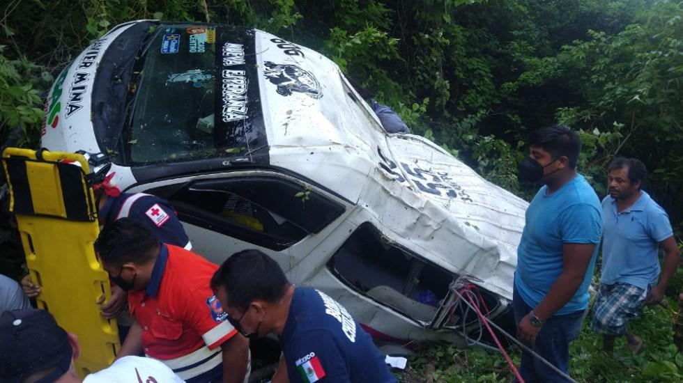 Camioneta cae a barranco en Guerrero; hay un muerto - camioneta Guerrero Chilpancingo