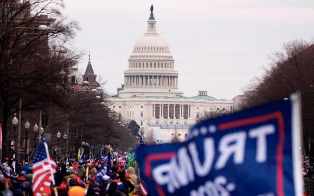Comienzan a retirar valla del Capitolio a seis meses de su toma - Comienzan a retirar valla del Capitolio a seis meses de su toma. Foto de EFE