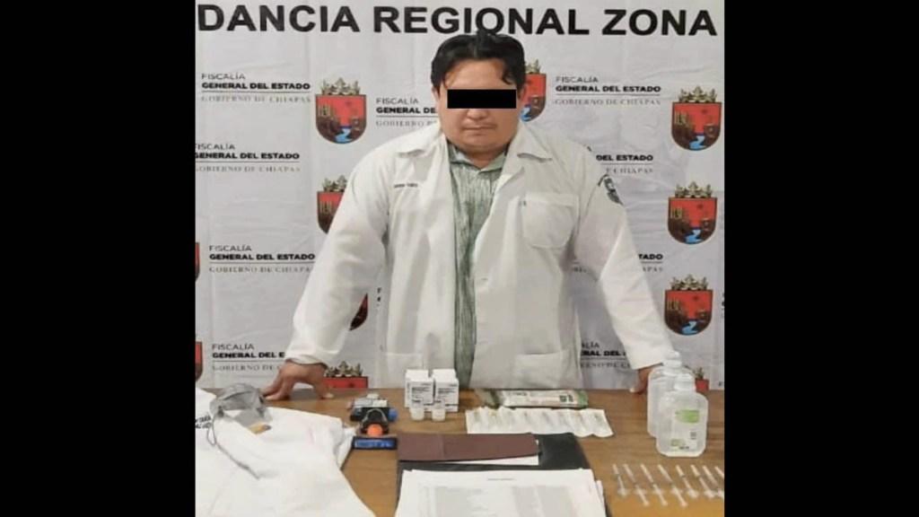 Detienen a supuesto médico en Chiapas por aplicar vacunas falsas contra COVID-19 - Chiapas Fiscalía detenido vacunas COVID-19
