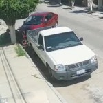 #Video Automóvil embiste a repartidor de Uber Eats tras altercado en León