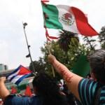 Opositores y simpatizantes se enfrentan en protestas en la Embajada de Cuba en México - Cuba