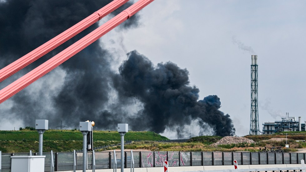 #Video Explosión en parque químico de Alemania deja al menos un muerto - Explosión en parque químico de Alemania. Foto de EFE